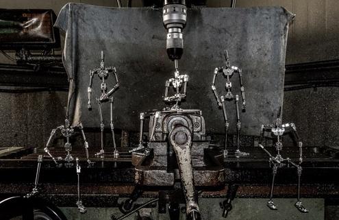 김우찬 작가가 제작한 퀘이형제를 위한 금속관절뼈대